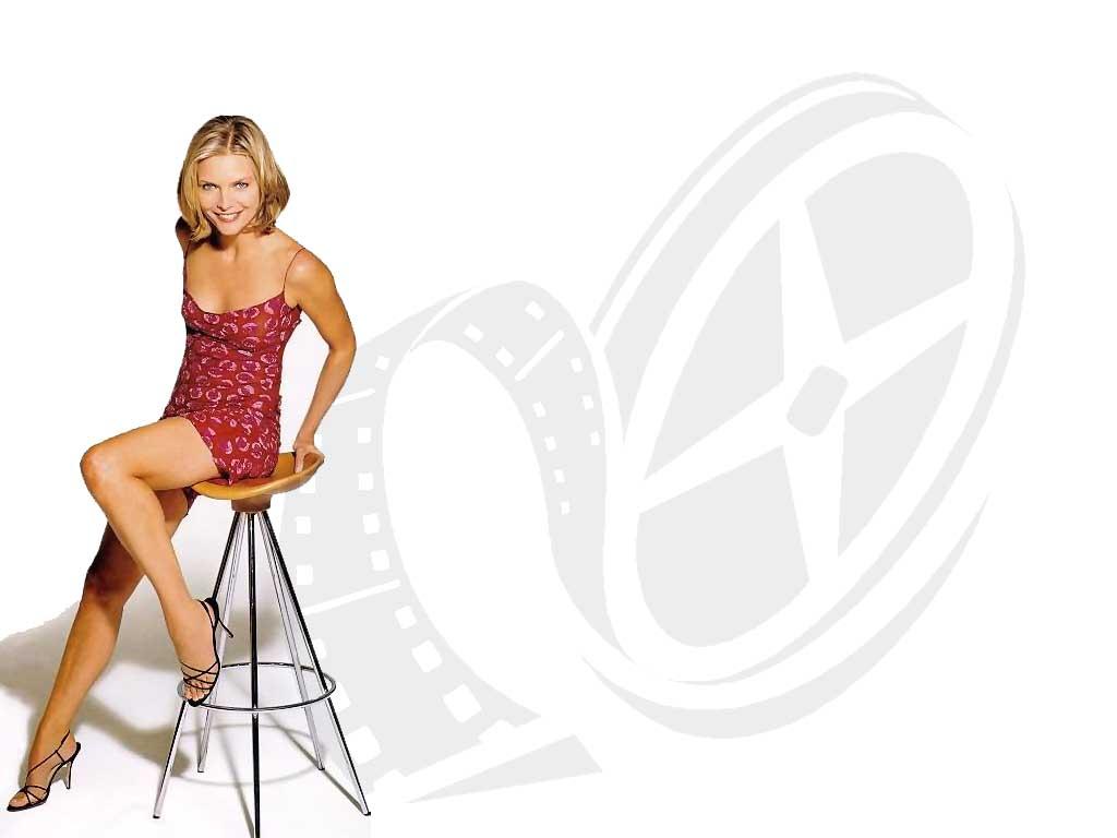 Michelle Pfeiffer - Wallpaper