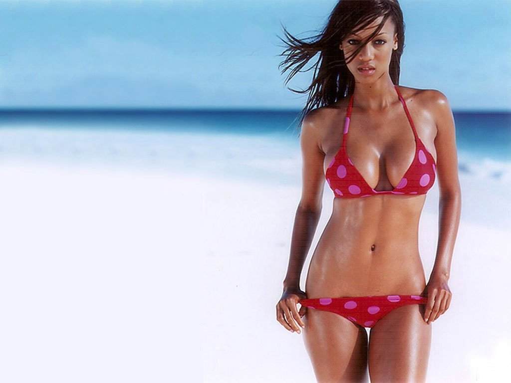 http://www.space-fox.com/wallpapers/celebs/tyra-banks/tyra_banks_15.jpg